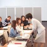 プロフェッショナルな接遇マナーなどを学習、女性役員スキルアップセミナー